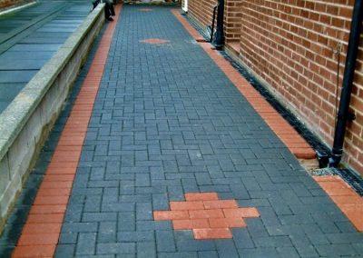 Long block paving driveway with border