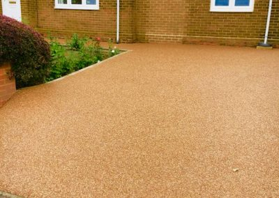 Low maintenance resin bound surface