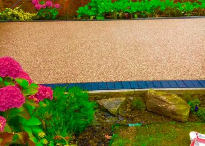 Resin-bound-pathway-in-garden
